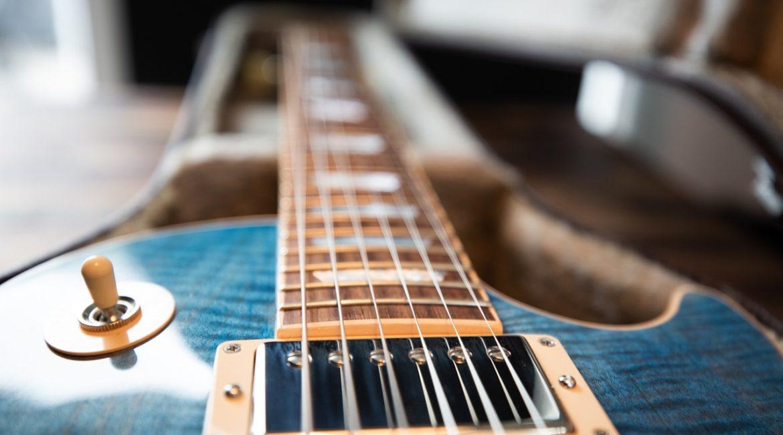 на что влияет толщина струн гитары фото